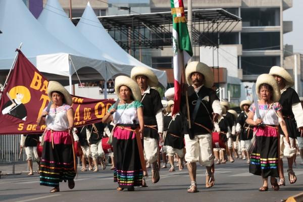 Puebla vive fiesta por Desfile del 5 de Mayo